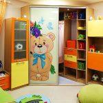 Фото 52: Угловой шкаф-купе в детской с рисунком