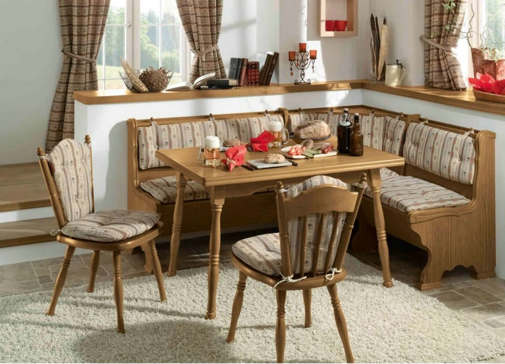 Сочетание штор и текстиля кухонного уголка