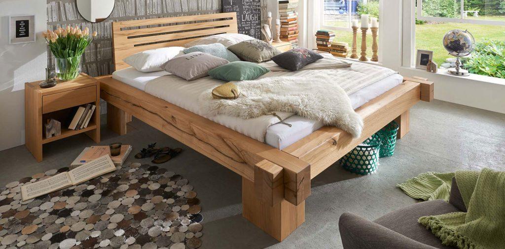 Современная кровать из массива дерева