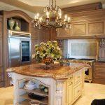 Фото 119: Винтажная люстра на кухне