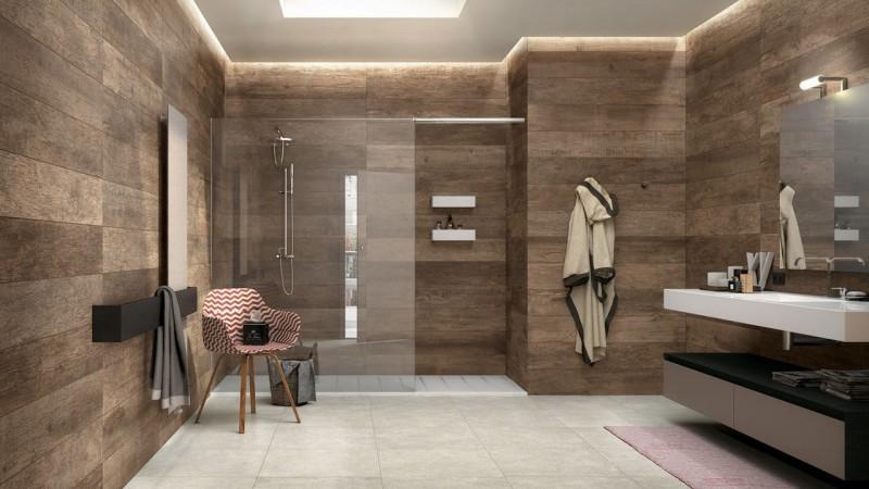 Плитка, имитирующая дерево, в ванной