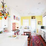 Фото 162: Яркая люстра для яркой кухни