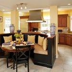 Фото 61: Зонирование при помощи закругленного кухонного уголка