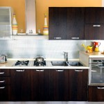 Фото 9: Кухонный гарнитур для маленькой кухни темный