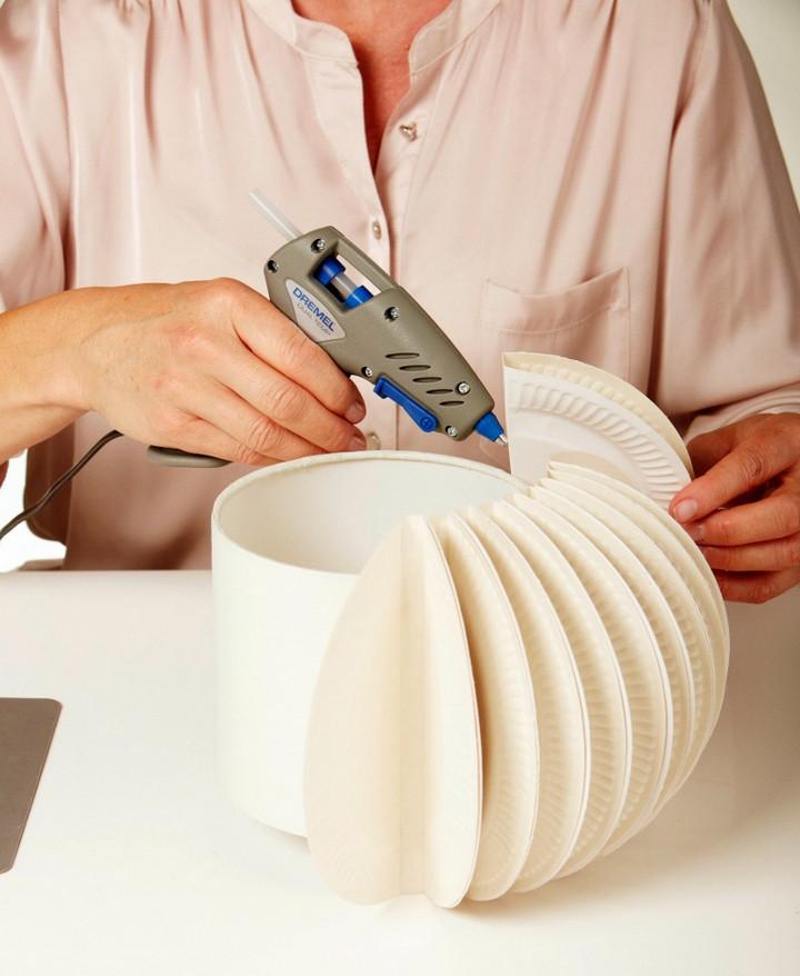 Настольная лампа своими руками из бумажных тарелочек