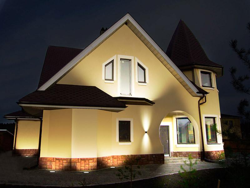 Освещение фасада дома