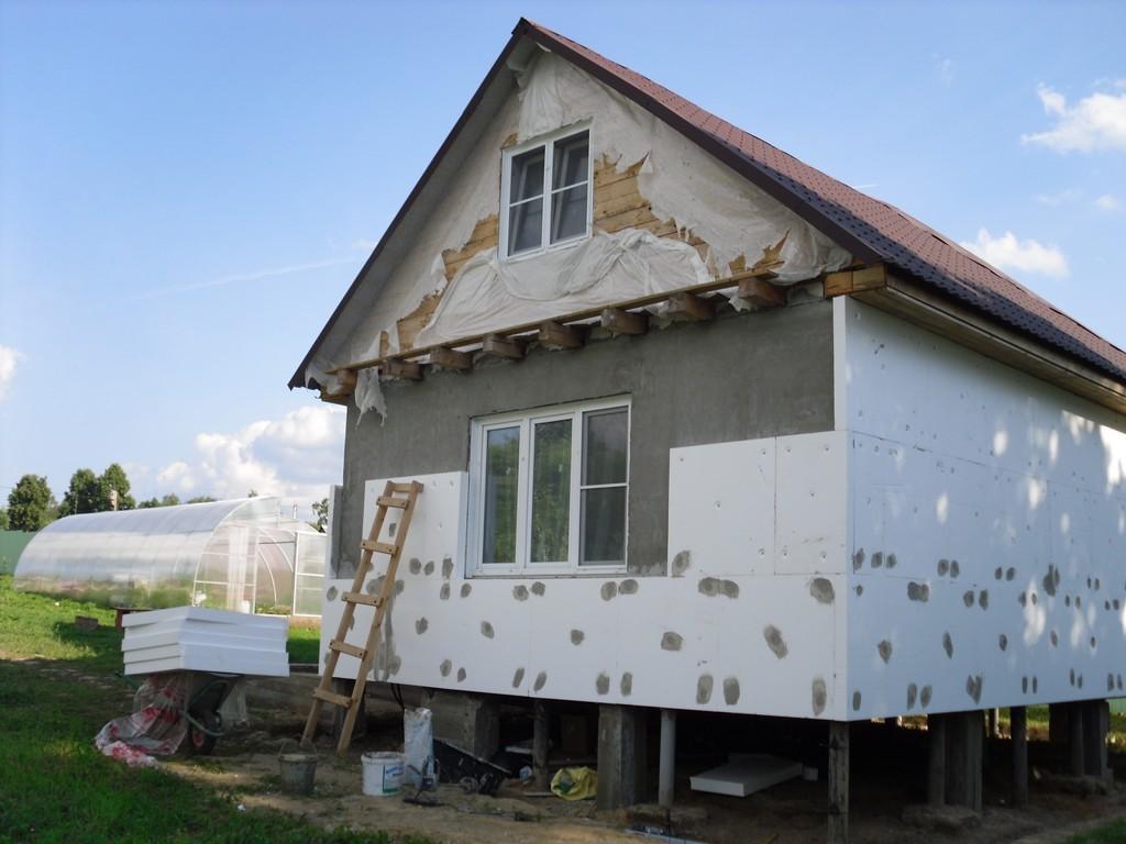Процесс утепления фасада дома