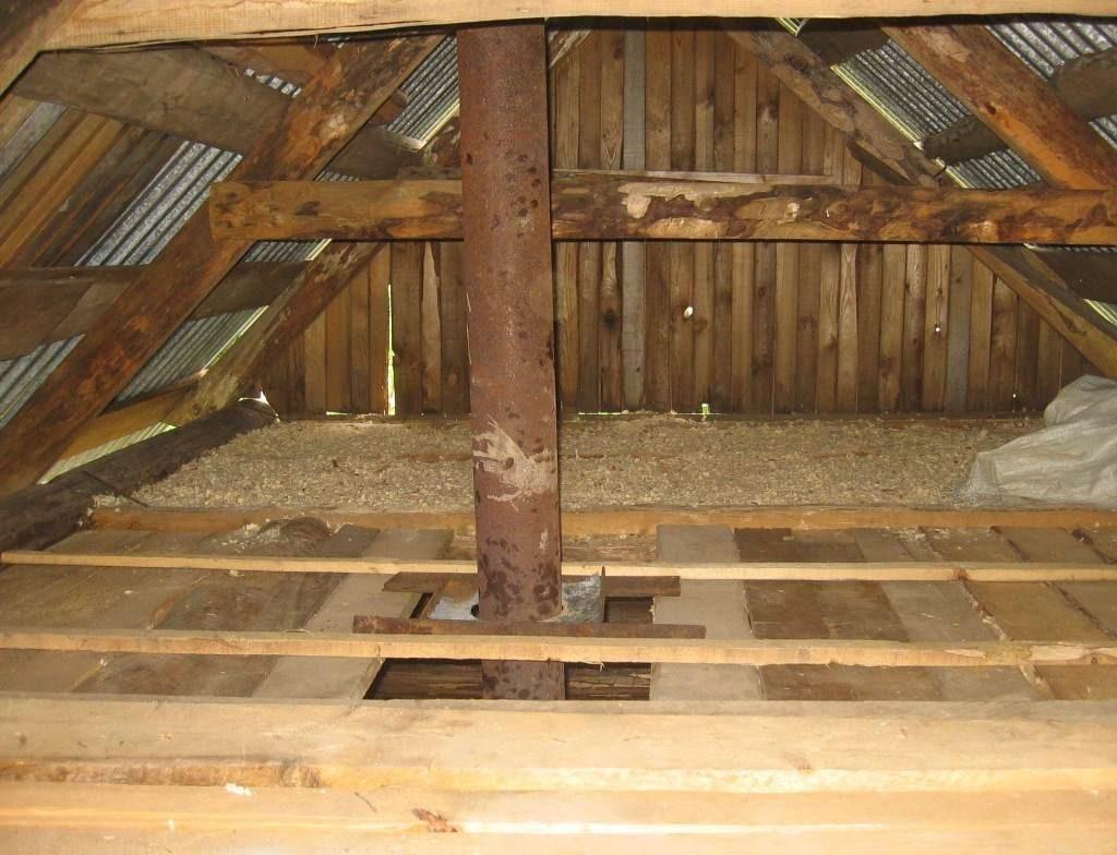 Слой опилок при утеплении потолка