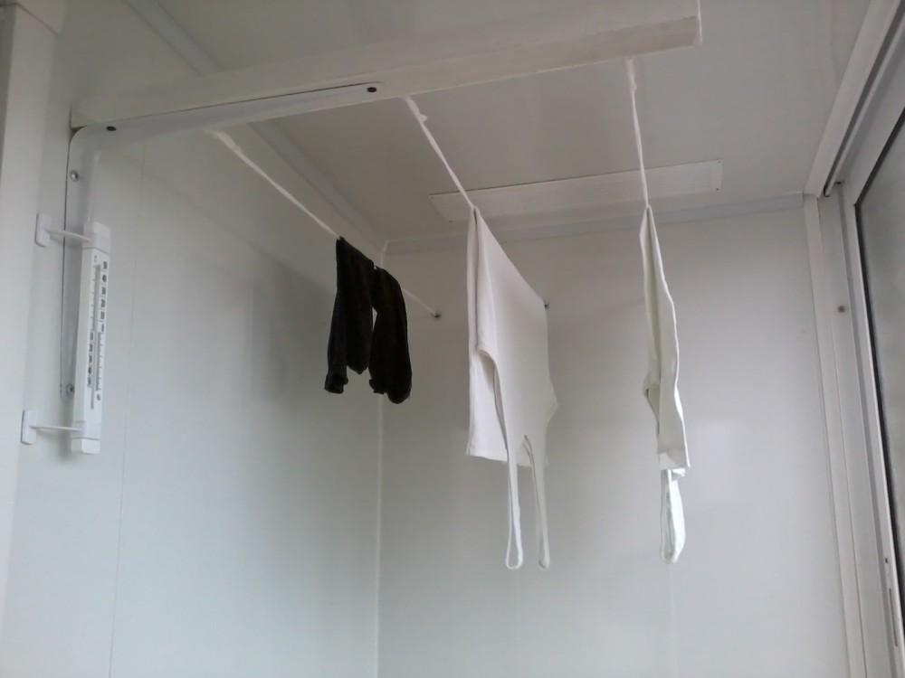 Сушилка для белья под потолок балкона