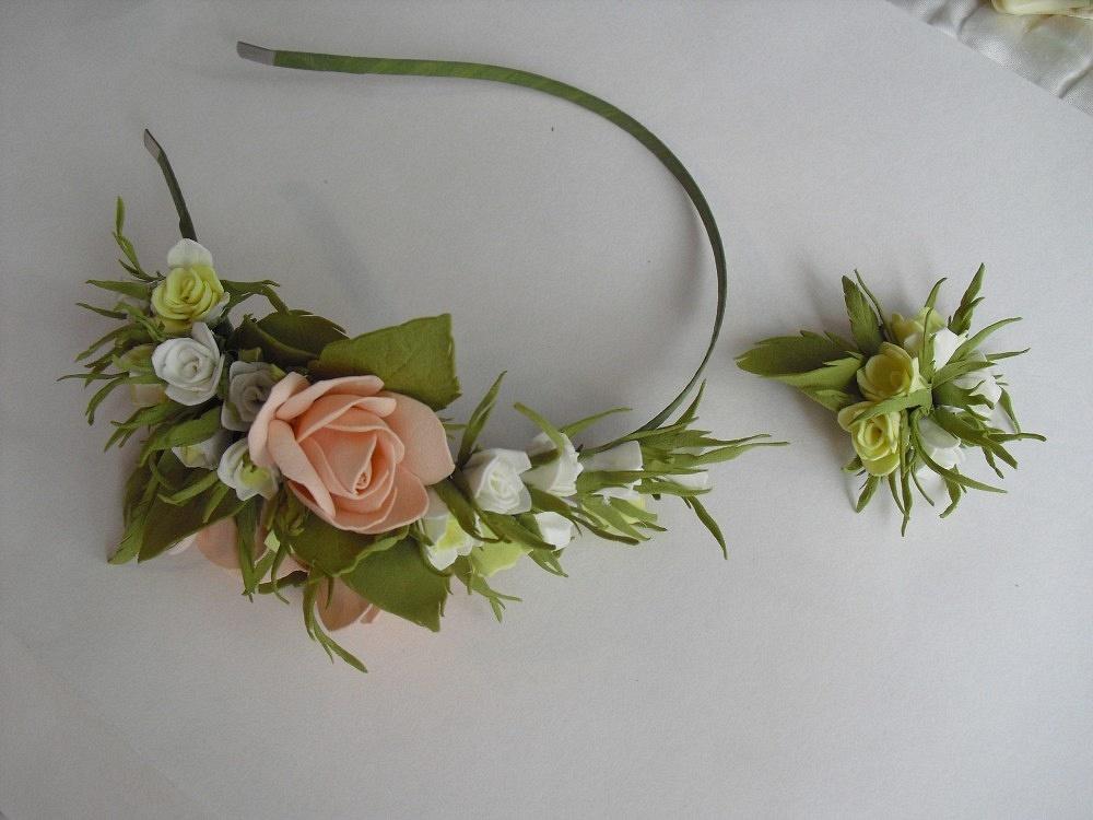 Обруч и брошь с цветами из фоамирана