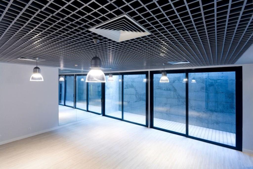 Потолок грильято с вентиляцией