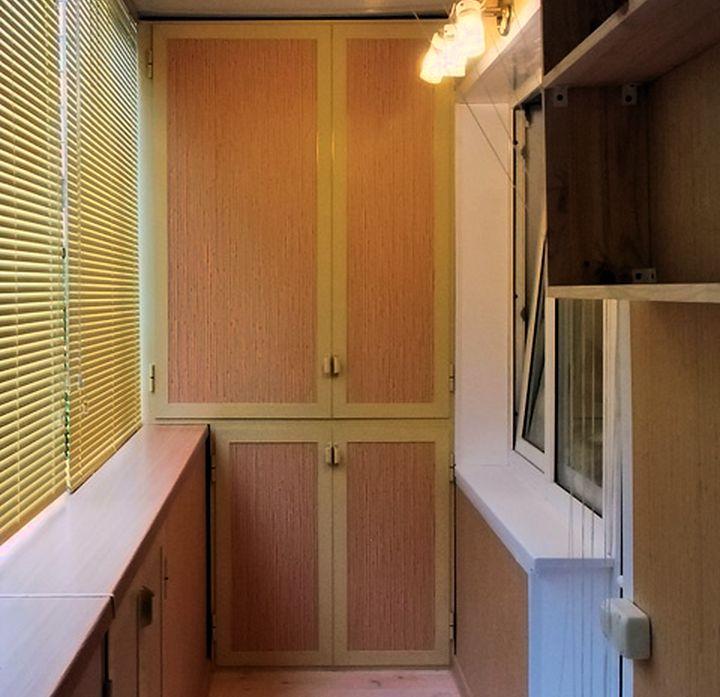 Шкаф на балконе на заказ