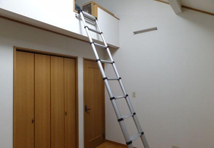 Временная приставная лестница на чердак