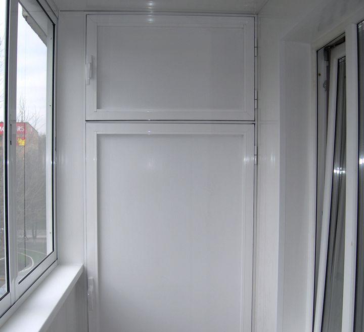 Металлопластиковый шкаф на балконе