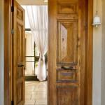 Фото 17: Искусственно состаренная деревянная дверь