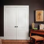 Фото 5: Двойная белая дверь из массива дерева