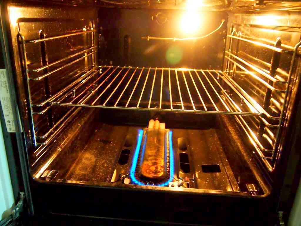 Газовая духовка внутри