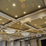 Фото 39: Дизайн золотистого потолка грильято
