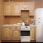 Фото 30: Деревянный кухонный гарнитур для маленькой кухни