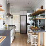 Фото 86: Маленькая узкая кухня