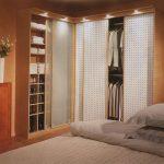 Фото 60: Шкафы для маленькой спальни угловые