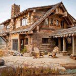 Фото 47: Деревянный дом из бревна и камня