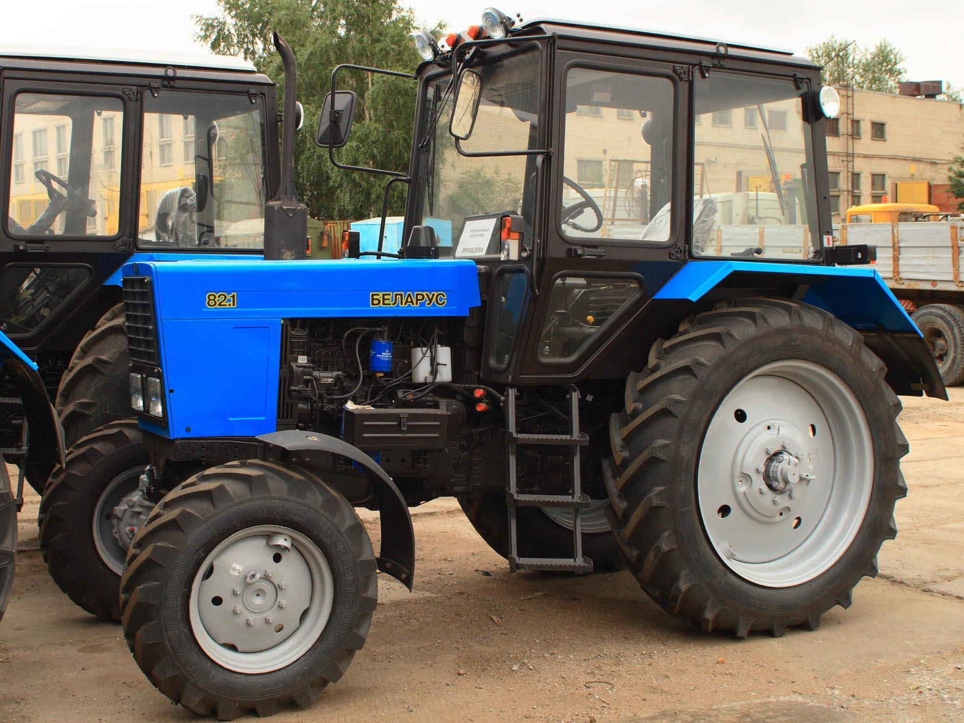 Популярный трактор Беларус