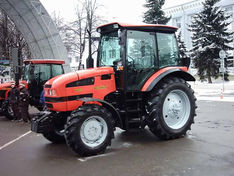 Современный трактор Беларус