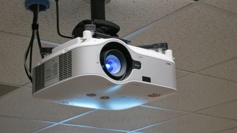 Фото 28: Потолочный проектор