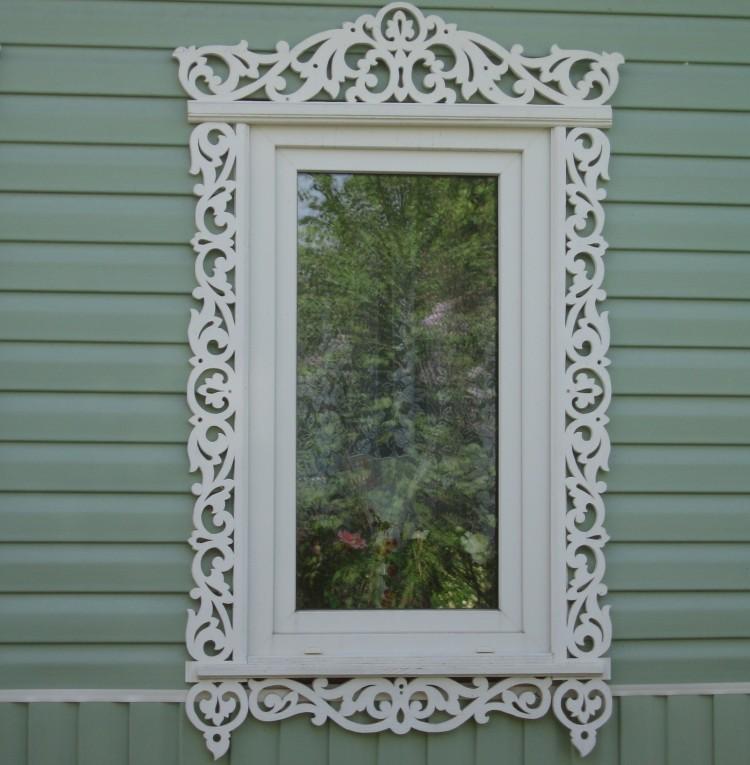 Фото 6: Белые наличник на вертикальное окно