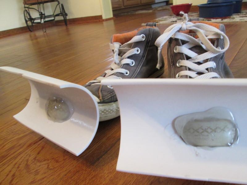 Фото 8: Обувь с насадками для очистки снега