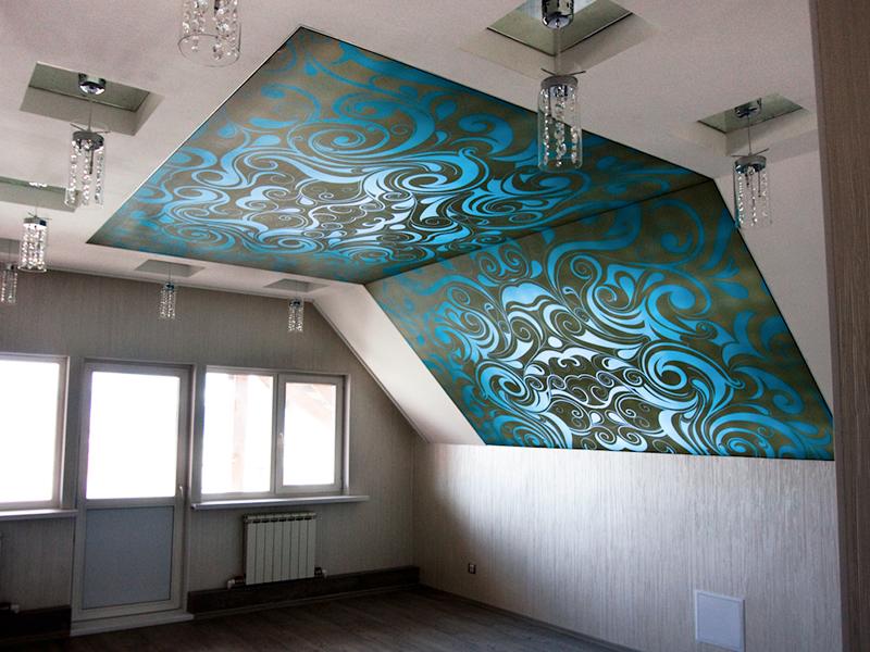 Фото 10: Дизайн натяжного потолка на мансарде