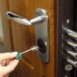 Фото 12: Дверной замок с ручкой