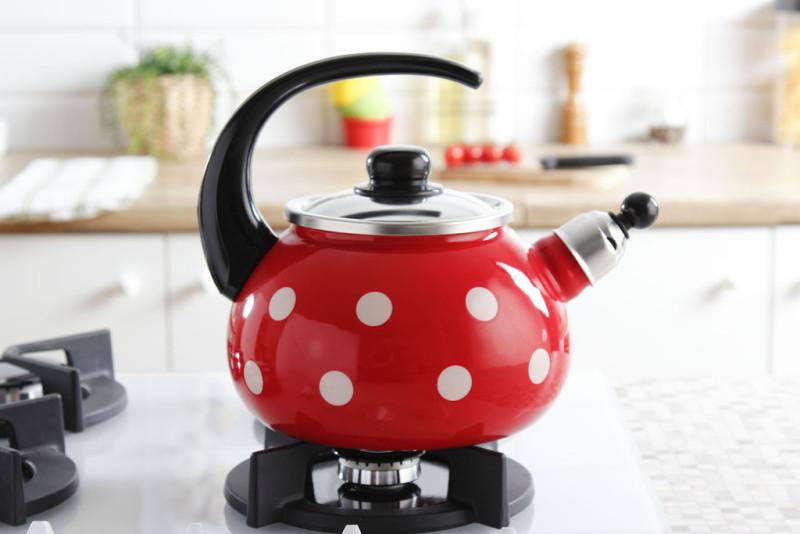 Эмалированный чайник со свистком