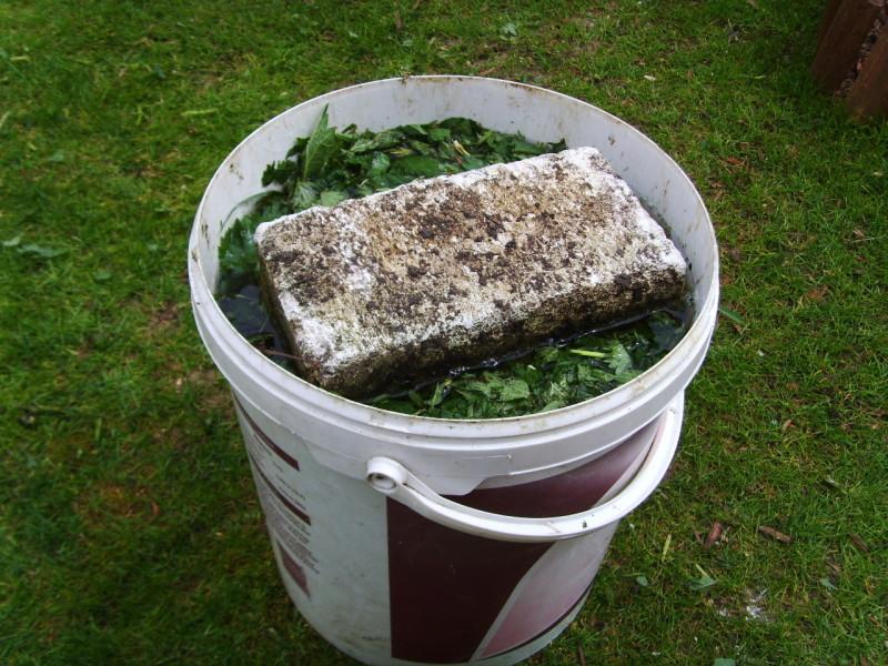 Фото 14: Удобрение из крапивы
