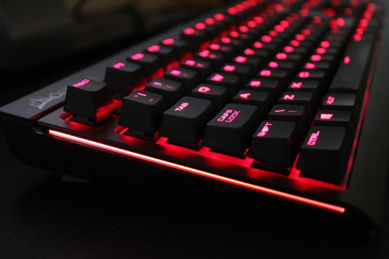 Фото 24: Красная подсветка клавиатуры