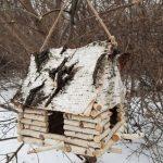 Фото 49: Кормушка–избушка