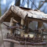 Фото 50: Кормушка из веток и коры