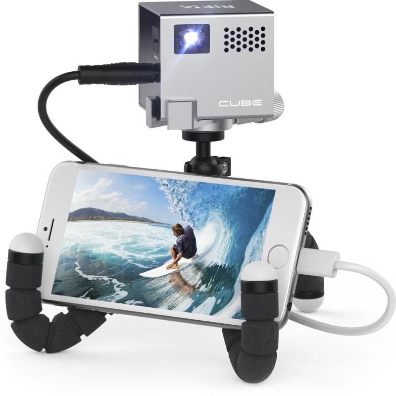 Фото 18: Портативный проектор для смартфона