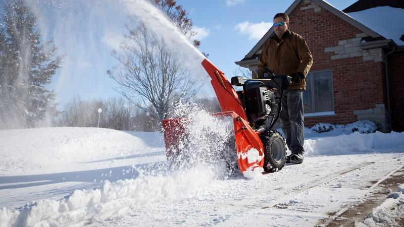 Фото 21: Снегоуборочная техника на участке