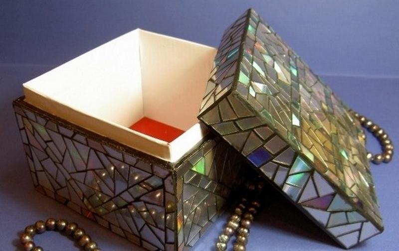 Фото 28: Оформление коробки старыми дисками
