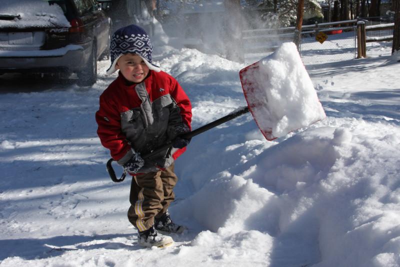 Фото 30: Уборка снега - увлекательное занятие для детей