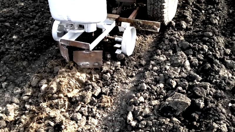 Фото 33: Картофелесажатель в работе