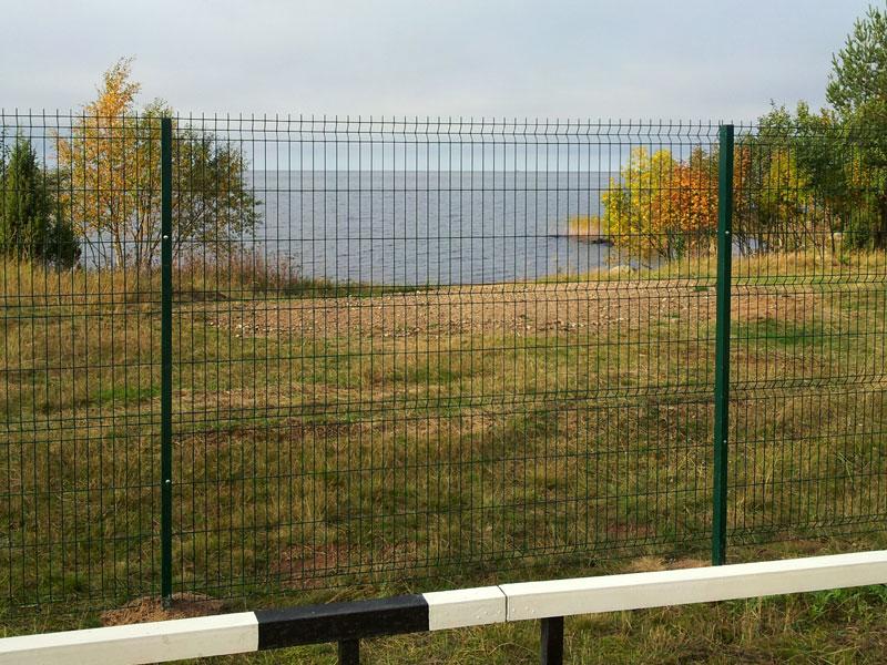 Современный забор из сварной сетки