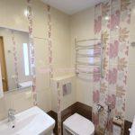 Фото 8: Интерьер ванной комнаты совмещенной с туалетом