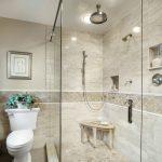 Фото 9: Интерьер ванной комнаты совмещенной с туалетом
