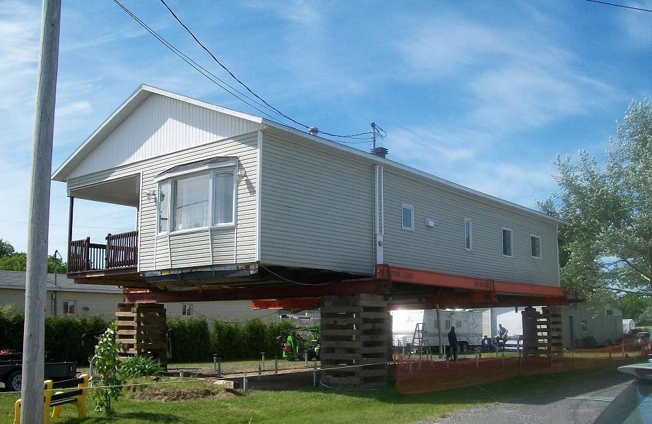 Дом построенный на сваях