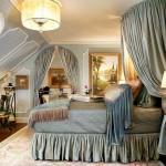 Фото 18: Картины в интерьере классической спальни