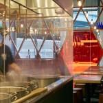 Фото 10: Рамен-бар, соединияющий современный дизайн с японской уличной культурой