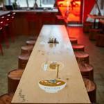 Фото 7: Рамен-бар, соединияющий современный дизайн с японской уличной культурой